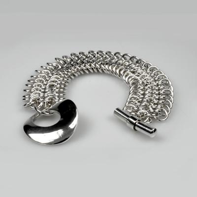 Goudsmid Edelsmid Ylva Roël. Design sieraden, ontwerp laten maken Haarlem. maliën, zilver Zilveren armband. A152
