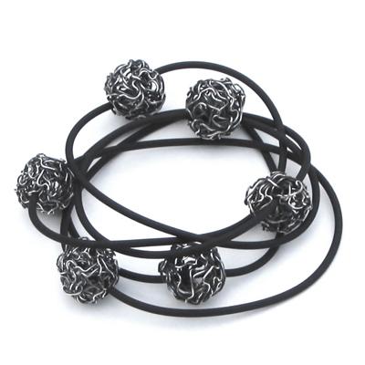 Goudsmid Edelsmid Ylva Roël. Design sieraden, ontwerp laten maken Haarlem. zilver, geoxideerd Zilveren armband. A154