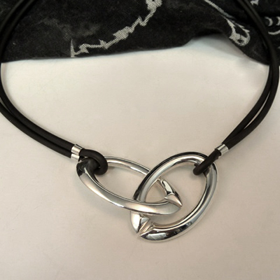 Goudsmid Edelsmid Ylva Roël. Design sieraden, ontwerp laten maken Haarlem. zilver Zilveren collier. H050