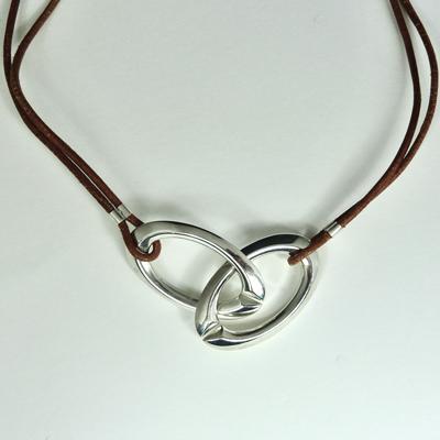 Goudsmid Edelsmid Ylva Roël. Design sieraden, ontwerp laten maken Haarlem. zilver Zilveren collier. H0502