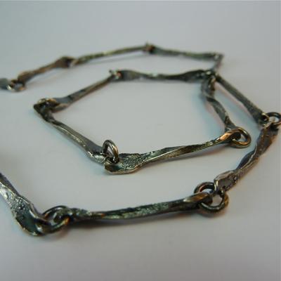 Goudsmid Edelsmid Ylva Roël. Design sieraden, ontwerp laten maken Haarlem. geoxideerd, zilver Zilveren collier. H158