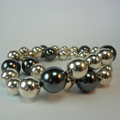 Goudsmid Edelsmid Ylva Roël. Design sieraden, ontwerp laten maken Haarlem. hematiet en zilver Zilveren collier. H159