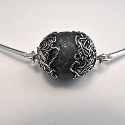 Goudsmid Edelsmid Ylva Roël. Design sieraden, ontwerp laten maken Haarlem. lavabal en zilver Zilveren collier. H162