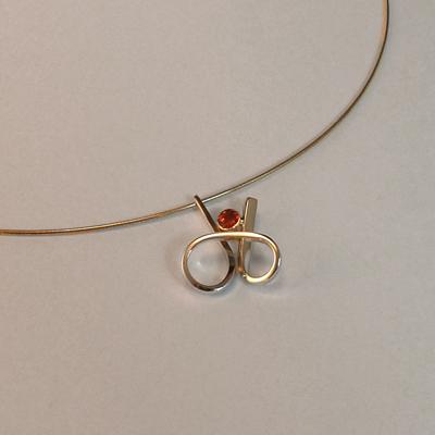 Goudsmid Edelsmid Ylva Roël. Design sieraden, ontwerp laten maken Haarlem. hessoniet, zilver Zilveren collier. H165