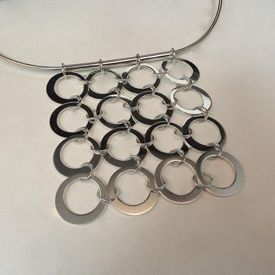 Goudsmid Edelsmid Ylva Roël. Design sieraden, ontwerp laten maken Haarlem.  zilver Zilveren collier. H172