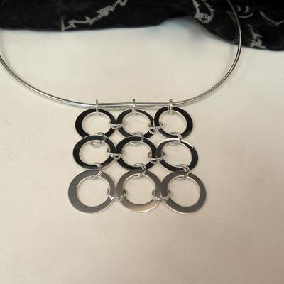 Goudsmid Edelsmid Ylva Roël. Design sieraden, ontwerp laten maken Haarlem.  zilver Zilveren collier. H173