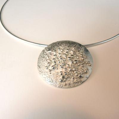 Goudsmid Edelsmid Ylva Roël. Design sieraden, ontwerp laten maken Haarlem.  zilver Zilveren collier. H174