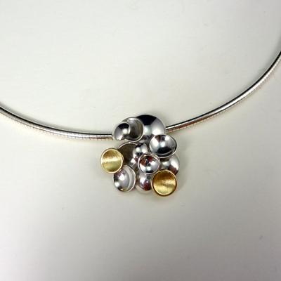 """Goudsmid Edelsmid Ylva Roël. Design sieraden, ontwerp laten maken Haarlem. """"bubbels"""". zilver en goud Zilveren collier. H177"""