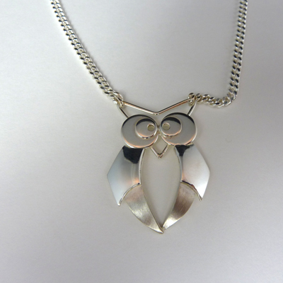 """Goudsmid Edelsmid Ylva Roël. Design sieraden, ontwerp laten maken Haarlem. """"uil"""". zilver Zilveren collier. H180"""