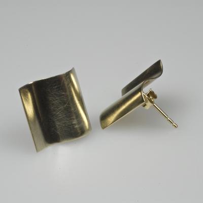 Goudsmid Edelsmid Ylva Roël. Design sieraden, ontwerp laten maken Haarlem. goud 14kt Gouden oorbellen. O066
