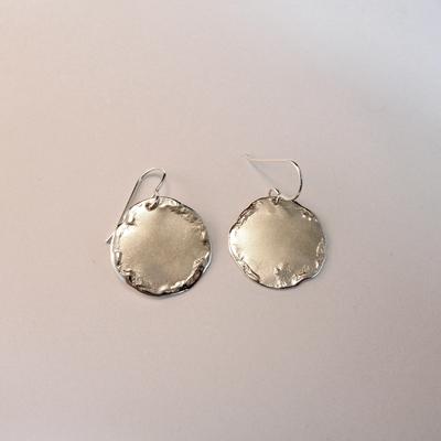 Goudsmid Edelsmid Ylva Roël. Design sieraden, ontwerp laten maken Haarlem. zilver Zilveren oorbellen. O157