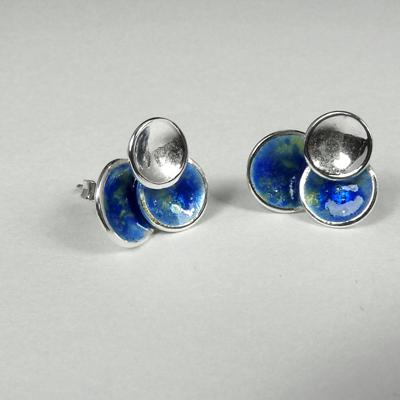 Goudsmid Edelsmid Ylva Roël. Design sieraden, ontwerp laten maken Haarlem. zilver, emaille Zilveren oorbellen. O163
