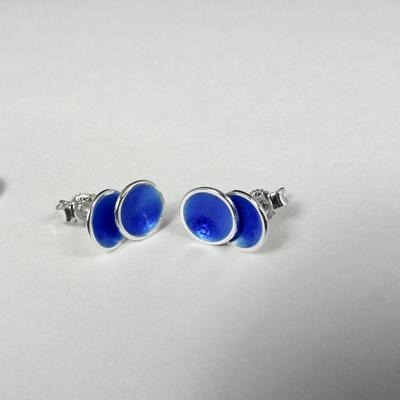 Goudsmid Edelsmid Ylva Roël. Design sieraden, ontwerp laten maken Haarlem. zilver, emaille Zilveren oorbellen. O164