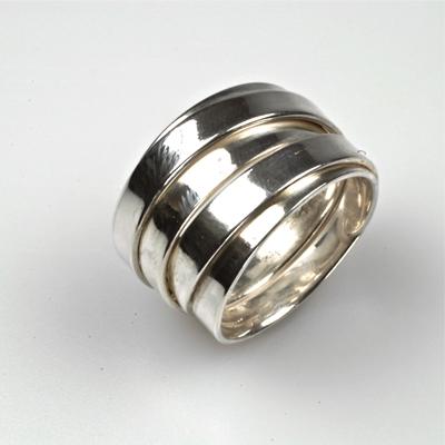 Goudsmid Edelsmid Ylva Roël. Design sieraden, ontwerp laten maken Haarlem. zilver Zilveren ring. R022