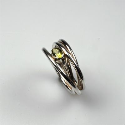 Goudsmid Edelsmid Ylva Roël. Design sieraden, ontwerp laten maken Haarlem. zilver, peridot Zilveren ring. R028