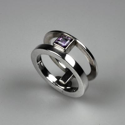 Goudsmid Edelsmid Ylva Roël. Design sieraden, ontwerp laten maken Haarlem. zilver, amethyst Zilveren ring. R033