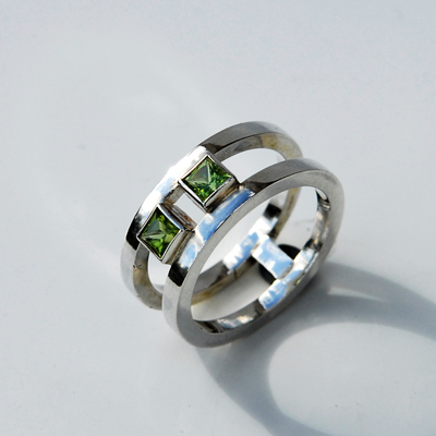 Goudsmid Edelsmid Ylva Roël. Design sieraden, ontwerp laten maken Haarlem. zilver, peridot Zilveren ring. R054