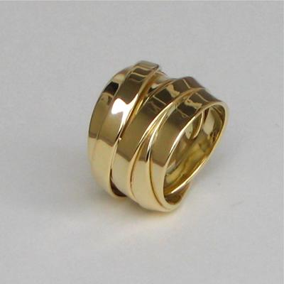 Goudsmid Edelsmid Ylva Roël. Design sieraden, ontwerp laten maken Haarlem. goud 14kt Gouden ring. R074