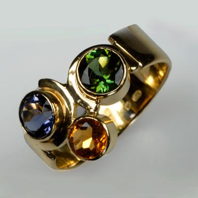 Goudsmid Edelsmid Ylva Roël. Design sieraden, ontwerp laten maken Haarlem.    ring. R082