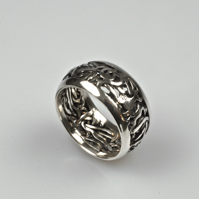 Goudsmid Edelsmid Ylva Roël. Design sieraden, ontwerp laten maken Haarlem. geoxideerd, zilver Zilveren ring. R119