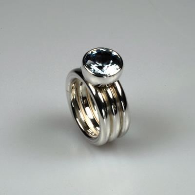 Goudsmid Edelsmid Ylva Roël. Design sieraden, ontwerp laten maken Haarlem. zilver, synth. spinel Zilveren ring. R120