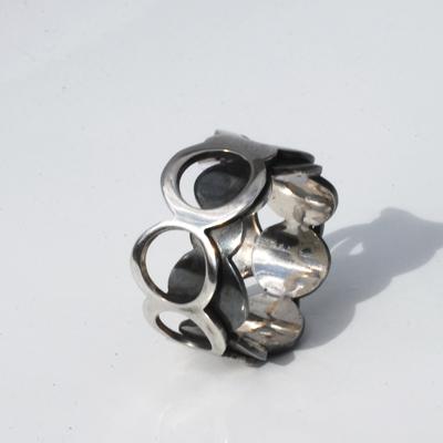 Goudsmid Edelsmid Ylva Roël. Design sieraden, ontwerp laten maken Haarlem. 'piano'. zilver Zilveren ring. R129