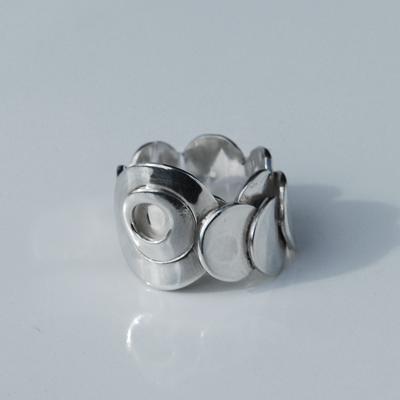 Goudsmid Edelsmid Ylva Roël. Design sieraden, ontwerp laten maken Haarlem. 'piano'. zilver Zilveren ring. R130