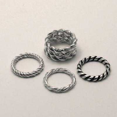 Goudsmid Edelsmid Ylva Roël. Design sieraden, ontwerp laten maken Haarlem. aanschuifringen, getordeerd zilver Zilveren ring. R143a