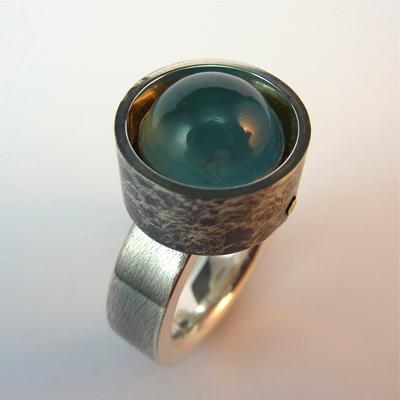 Goudsmid Edelsmid Ylva Roël. Design sieraden, ontwerp laten maken Haarlem. zilver, aquamarijn Zilveren ring. R155