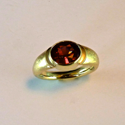 Goudsmid Edelsmid Ylva Roël. Design sieraden, ontwerp laten maken Haarlem. goud, spessartien Gouden ring. R156