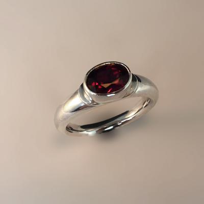 Goudsmid Edelsmid Ylva Roël. Design sieraden, ontwerp laten maken Haarlem. zilver, spessartien Zilveren ring. R163