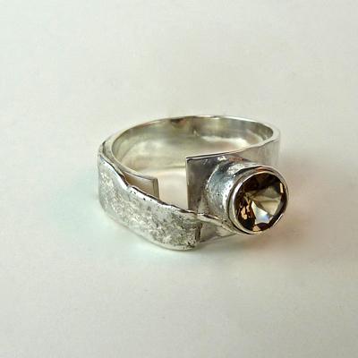 Goudsmid Edelsmid Ylva Roël. Design sieraden, ontwerp laten maken Haarlem. zilver, rookkwarts Zilveren ring. R166