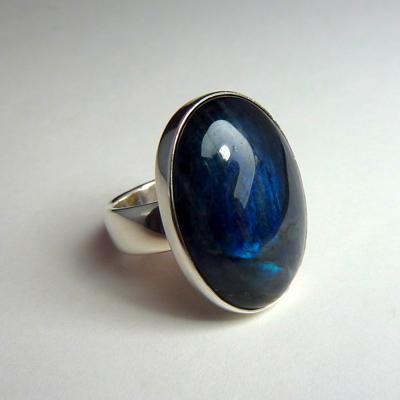Goudsmid Edelsmid Ylva Roël. Design sieraden, ontwerp laten maken Haarlem. zilver, spectroliet Zilveren ring. R170