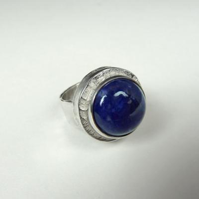 Goudsmid Edelsmid Ylva Roël. Design sieraden, ontwerp laten maken Haarlem. zilver, lapis lazuli Zilveren ring. R174