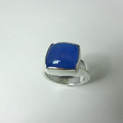 Goudsmid Edelsmid Ylva Roël. Design sieraden, ontwerp laten maken Haarlem. zilver, chalcedoon Zilveren ring. R175