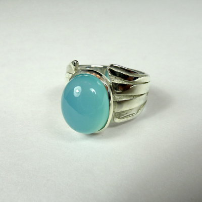 Goudsmid Edelsmid Ylva Roël. Design sieraden, ontwerp laten maken Haarlem. zilver, chalcedoon Zilveren ring. R176