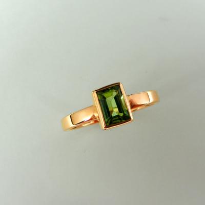 Goudsmid Edelsmid Ylva Roël. Design sieraden, ontwerp laten maken Haarlem. rood goud, toermalijn Gouden ring. R201