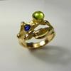 Goudsmid Edelsmid Ylva Roël. Design sieraden, ontwerp laten maken Haarlem. goud, ioliet, peridot Gouden ring. T16