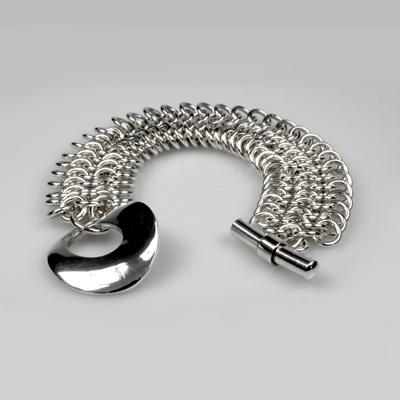 Goudsmid Edelsmid Ylva Roël. Design sieraden, ontwerp laten maken Haarlem. armband, maliën, zilver Zilveren viking sieraden. A152