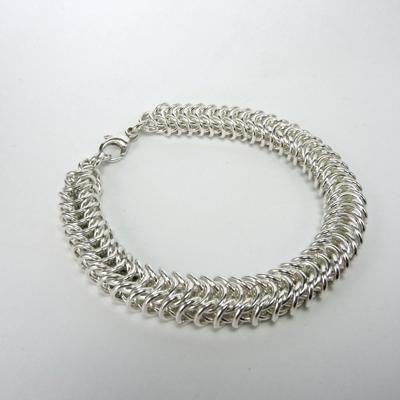 Goudsmid Edelsmid Ylva Roël. Design sieraden, ontwerp laten maken Haarlem. armband, zilver, 'koninginneketting' 10x7mm Zilveren viking sieraden. A159