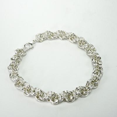 Goudsmid Edelsmid Ylva Roël. Design sieraden, ontwerp laten maken Haarlem. armband, zilver, 'touwketting' Ø 7mm Zilveren viking sieraden. A160