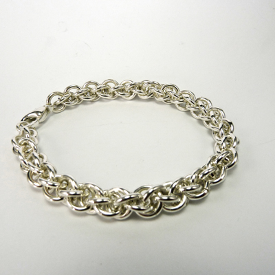 Goudsmid Edelsmid Ylva Roël. Design sieraden, ontwerp laten maken Haarlem. armband, zilver, 'koordketting' Ø 8mm Zilveren viking sieraden. A161