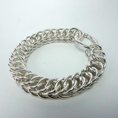 Goudsmid Edelsmid Ylva Roël. Design sieraden, ontwerp laten maken Haarlem. armband, zilver, 'slangenketting' 14x9mm Zilveren viking sieraden. A163