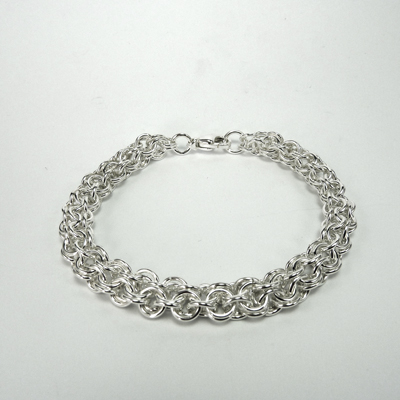 Goudsmid Edelsmid Ylva Roël. Design sieraden, ontwerp laten maken Haarlem. armband, zilver, 'open maliën' rond Ø 7mm Zilveren viking sieraden. A164