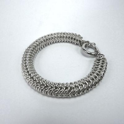 Goudsmid Edelsmid Ylva Roël. Design sieraden, ontwerp laten maken Haarlem. armband, zilver, 'maliën' rond Ø 10mm Zilveren viking sieraden. A165