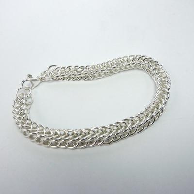 Goudsmid Edelsmid Ylva Roël. Design sieraden, ontwerp laten maken Haarlem. armband, zilver, 'slangenketting' 7x4mm Zilveren viking sieraden. A166